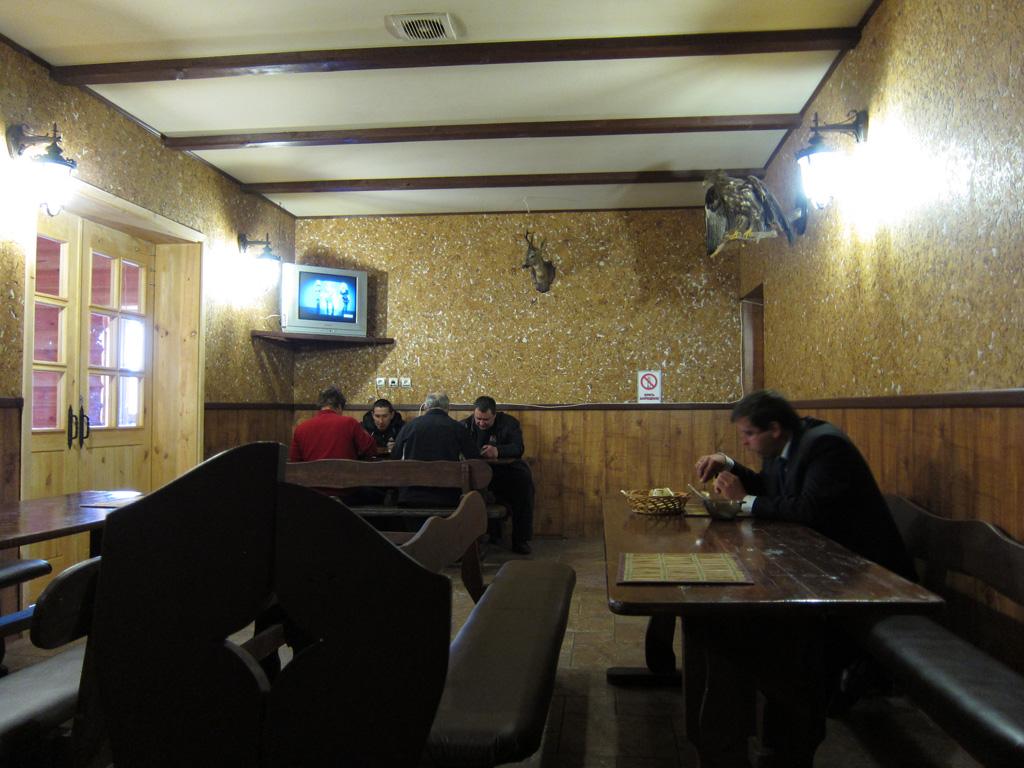 Кафе «Максим» (трасса M-10, 96 км)