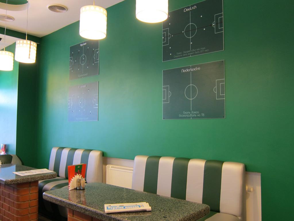 Интерьер ресторана быстрого обслуживания «Пицца Челентано», Киев
