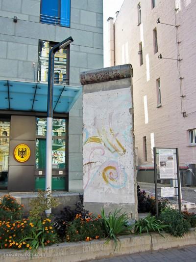 Фрагмент Берлинской стены в Киеве